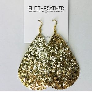 Clearance 🤩Last one!! Flint+Feather Ear rings